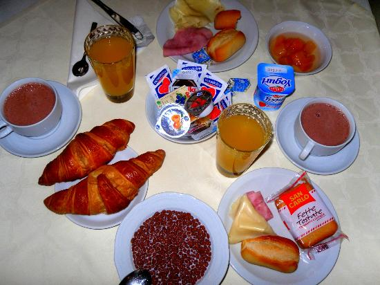 La Locandiera: Continental breakfast
