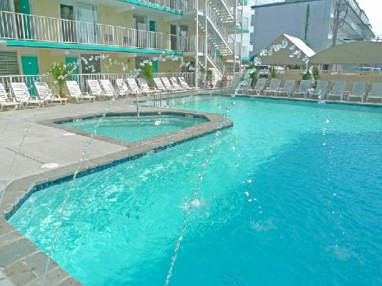 Stayed at beach crest condos review of aqua beach resort for Pool show new jersey