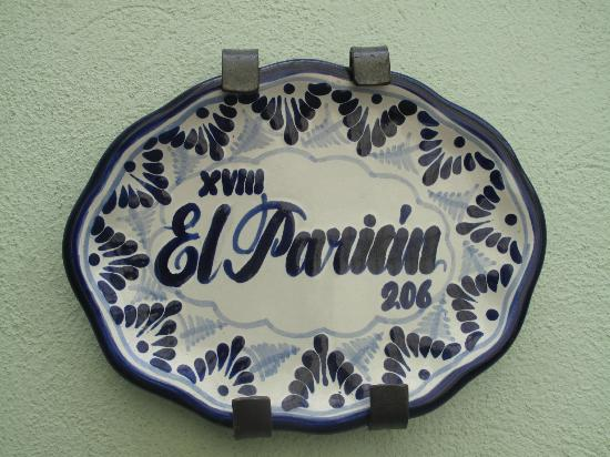 Hotel Puebla de Antano: Talavera pottery sign for my room
