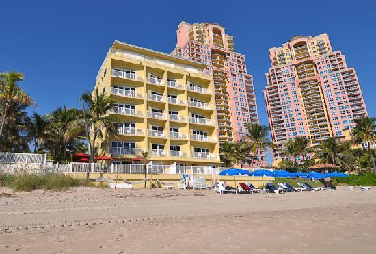 Sun Tower Hotel & Suites on the beach: Directly on BEACH