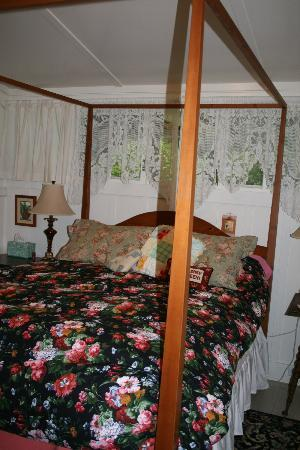 Volcano Teapot Cottage: The other bedroom
