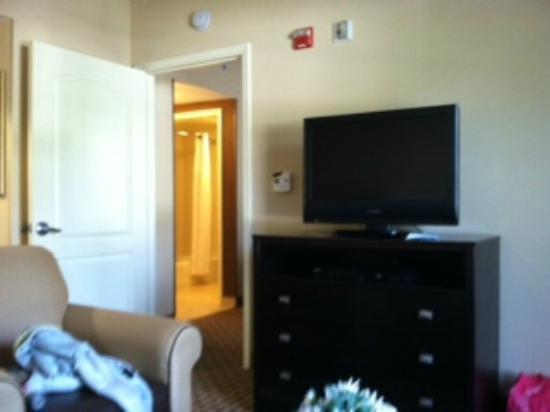 Homewood Suites by Hilton Bel Air: Door into BR, TV in LR