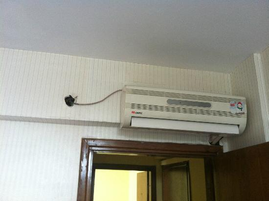 Petrol Hotel Palace: Air condition