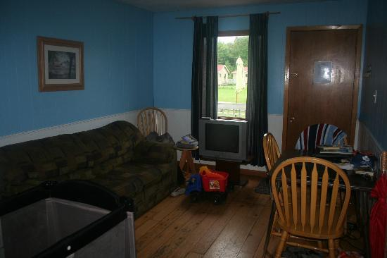 Centennial Cottages: Livingroom