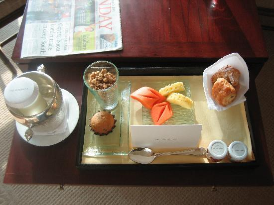 Table basse avec fruits exotiques picture of the peninsula bangkok bangkok - Table basse exotique ...