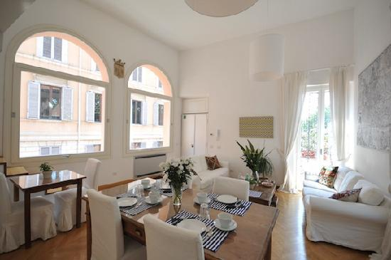 Giulia Town House