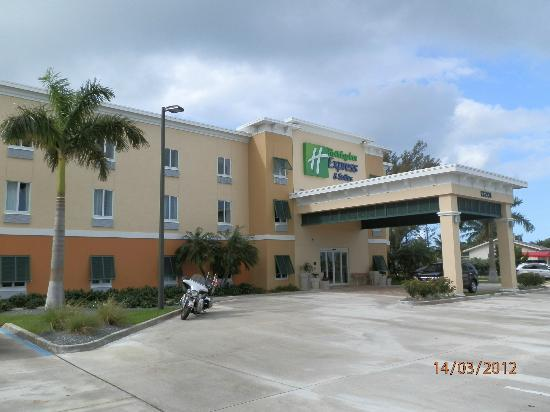 front of hotel picture of the holiday inn express. Black Bedroom Furniture Sets. Home Design Ideas