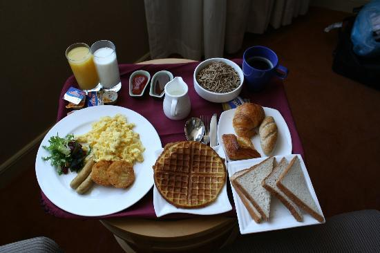 Holiday Inn Temple of Heaven: really good breakfast in the room