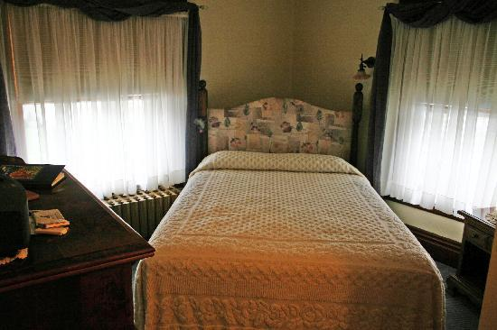 Tarry Here Bed and Breakfast: The Magnolia Room