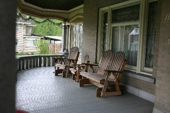 Tarry Here Bed and Breakfast: The Outside Porch