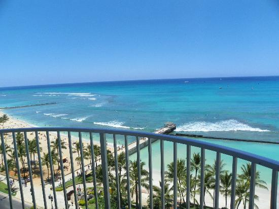 Aston Waikiki Beach Hotel: view from our ocean front room