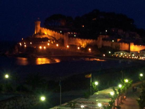 Hotel Rovira: Evening View from Room 319