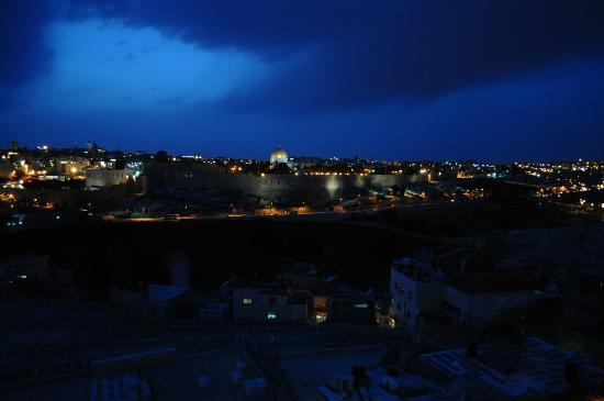 Jerusalem Panorama Hotel: View from the Panorama Hotel by night of Dome of the Rock, Jerusalem