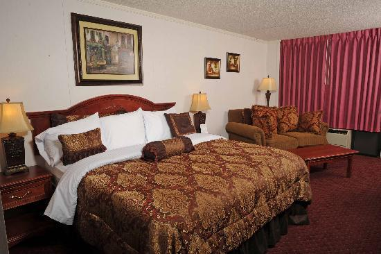 Branson Yellow Rose Inn and Suites : King Suite 
