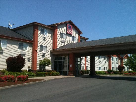 Comfort Suites Airport: :)