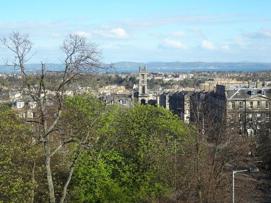 Innercitylets: View from the apartment over the firth of forth