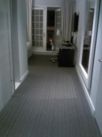 Lorien Hotel and Spa, a Kimpton Hotel: View from Door into Room