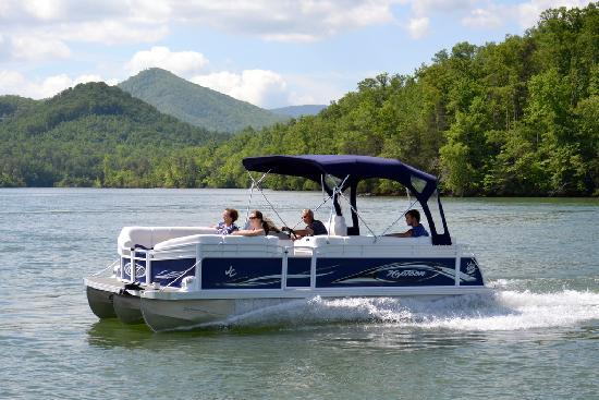 Boundary Waters Resort &amp; Marina: Our JC Pontoon rentals