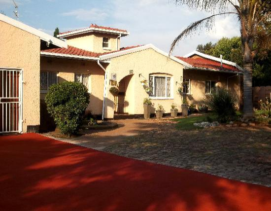 Linga Longa Guest House