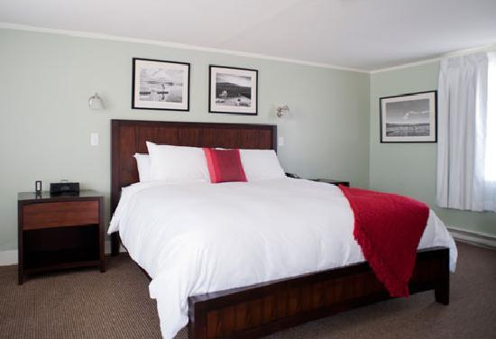 Sharon Country Inn: Our new single king rooms