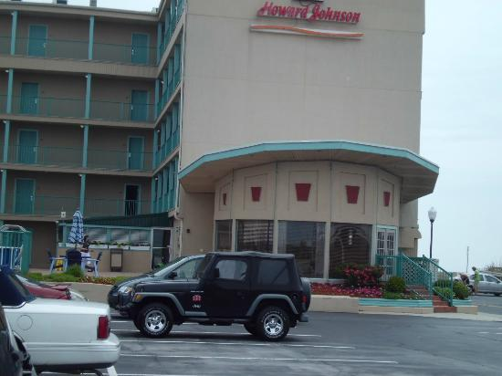 "Howard Johnson Oceanfront Hotel: Love the ""retro"" look"