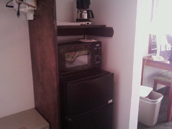 Econo Lodge on the Ocean: Fridge-Microwave-Coffee Maker--All Clean