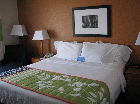 Fairfield Inn & Suites Fairmont: King, 207