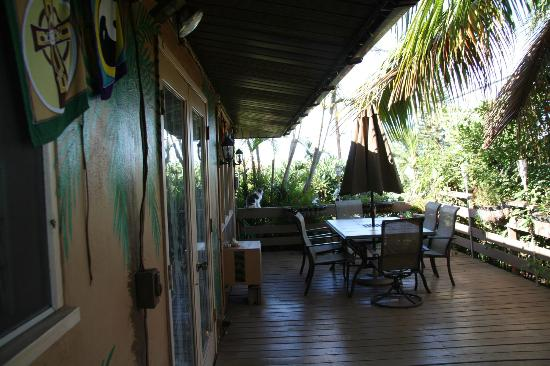 Ocean Breeze Hideaway : The Breakfast Patio