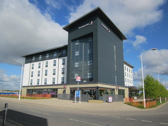Premier Inn Edinburgh Park - The Gyle : View of hotel from Edinburgh Park station