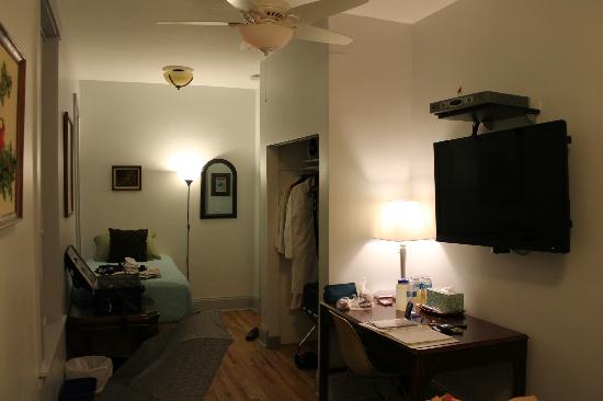 Ray's Bucktown Bed and Breakfast: Cardinal Room