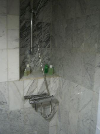 Sven Vintappare Hotel: Shower, room #1
