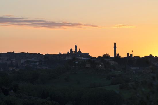 Villa Cambi B&amp;B: Sonnenuntergang ber Siena von der Villa Cambi aus
