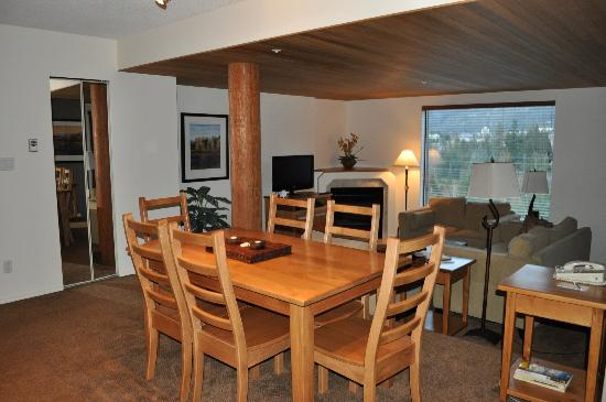 The Ironwood Condominiums: Dining area