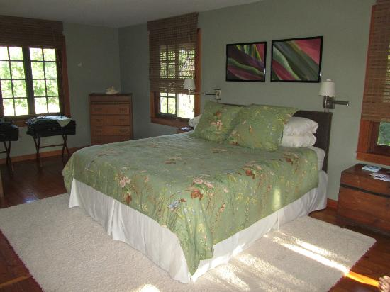 Windward Garden B&B: The lovely and spacious bedroom