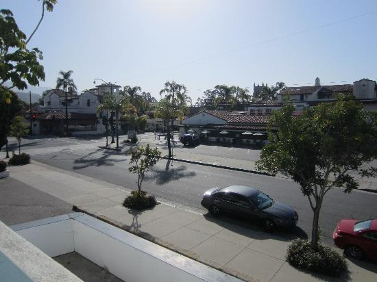 Days Inn & Suites Santa Barbara: View across the street