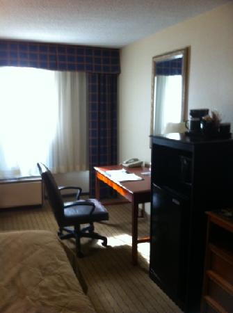 Clarion Inn: king room...