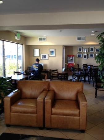 Lexington Inn &amp; Suites - Reno Airport: Lobby