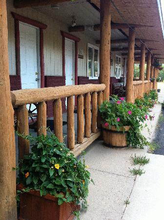 Rocky Mountain Lodge: Lovely Motel, Looks like this now!