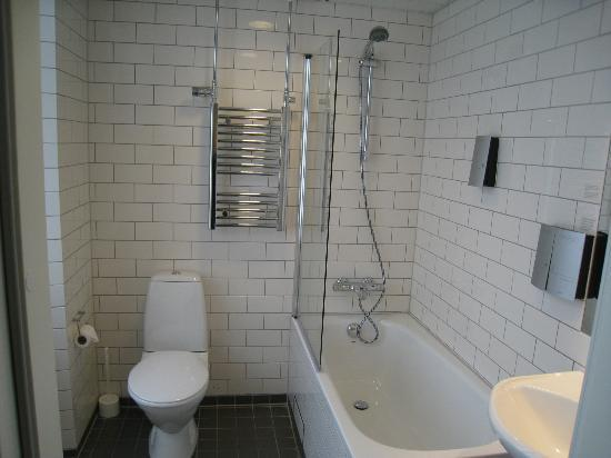 Scandic Webers: large bathroom