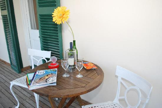Guesthouse One Belvedere: Relax at the veranda