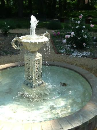 Ruddick-Nugent House: One of the fountains in the garden