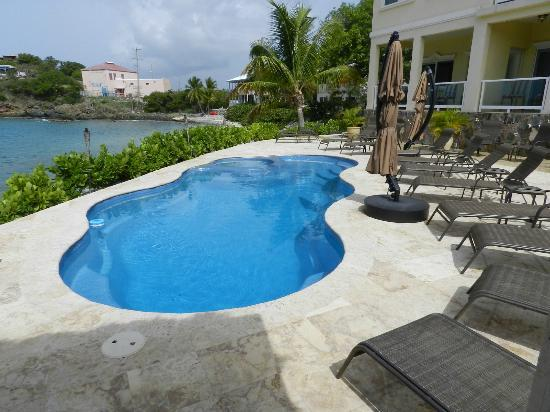 Sea Shore Allure Condominiums: Pool area