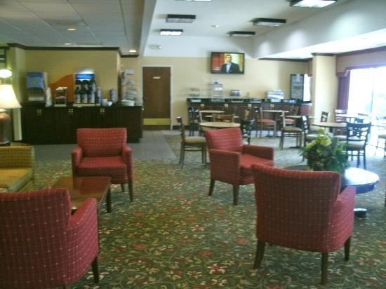 Holiday Inn Express Atlanta W (I-20) Douglasville: Great room and dining area