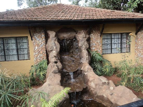 Kingdom Gardens Guest House: Outdoor water fall and bridge