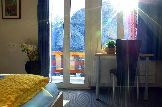 Eiger Guesthouse: Room with Mountain View