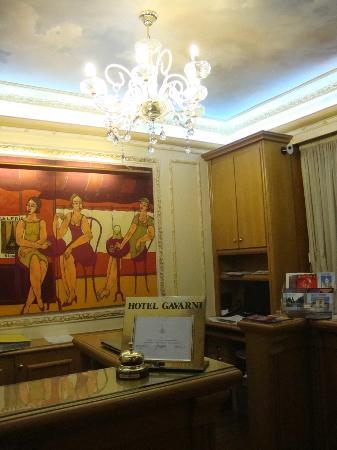 Hotel Gavarni: reception area