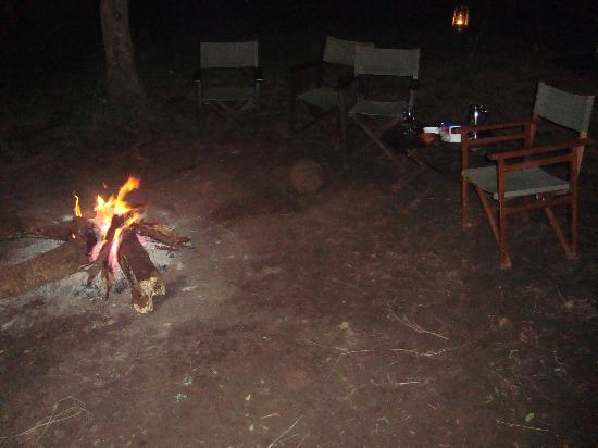 Nairobi Tented Camp: Bonfire time