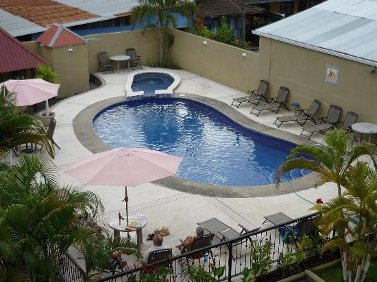 Suenos del Paraiso Hotel: Pool from top floor