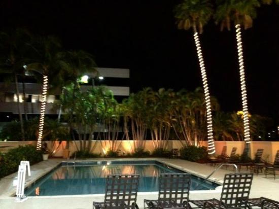 DoubleTree by Hilton Hotel West Palm Beach Airport: Pool area