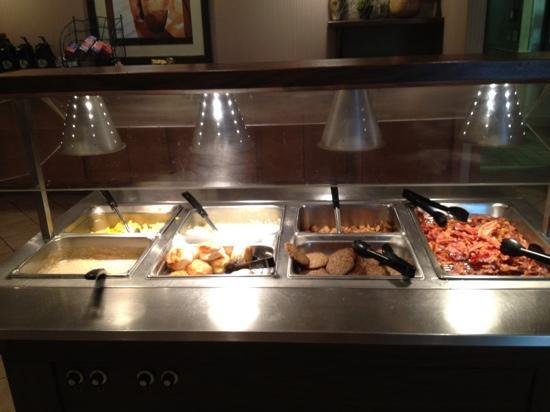 Holiday Inn Cartersville: free breakfast buffet